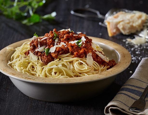 Tomato paste product by KYKNOS in a classic bolognese sauce recipe for pasta.